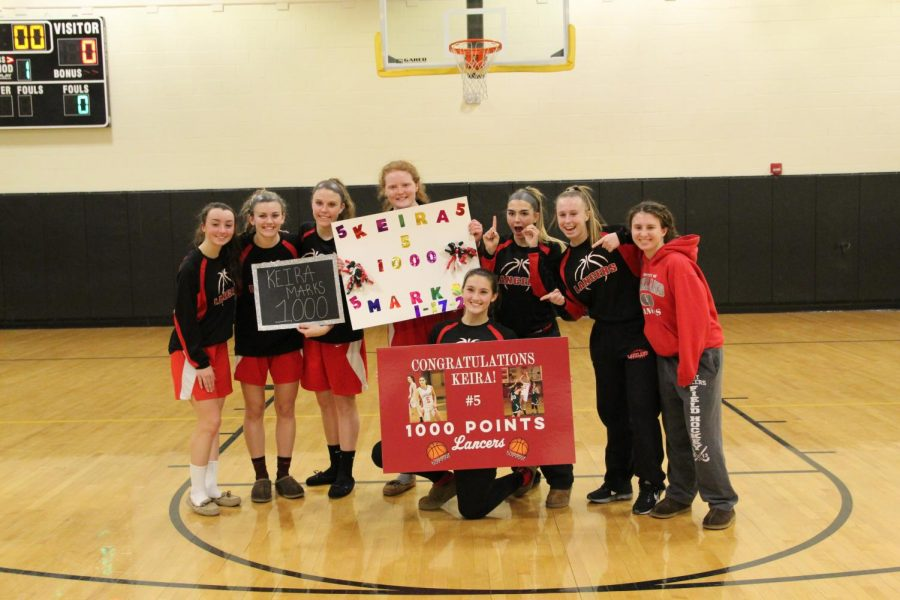 Marks+celebrating+her+1%2C000+point+with+her+fellow+teammates.+